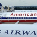 Un avión de American Airlines entre dos aviones de US Airways en el aeropuerto Ronald Reagan de Washington. (AP )